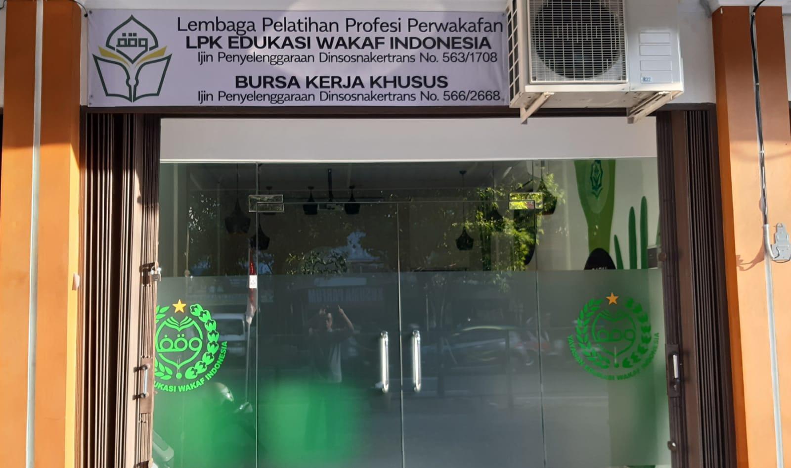 LEMBAGA PELATIHAN PERWAKAFAN PERTAMA DI INDONESIA